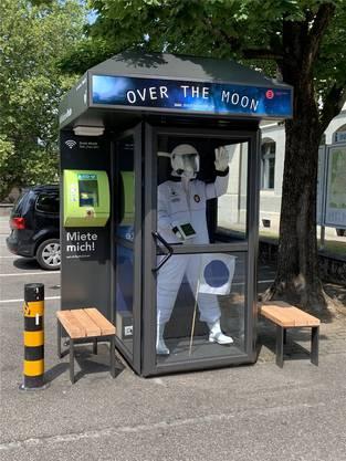 An der Poststrasse wirbt das lokale Museum Burghalde mit seiner aktuellen Ausstellung.