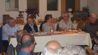 Roland Frauchiger, EVP, Yvonne Feri, SP, Martina Sigg, FDP, und Robert Obrist, Grüne, (von links) diskutierten eifrig am Podium, das unter der Leitung von Peter Belart (r.) stand.