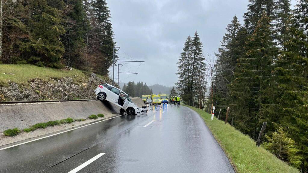 Der Unfall im Kanton Waadt forderte fünf Verletzte.