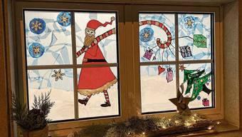 Die Adventsfenster in Weiningen werden wie letztes Jahr vom Elternverein durchgeführt und sollen die Leute trotz allem erfreuen.