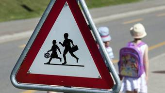 Am Montag startete für viele (wieder) der Schulbetrieb. Grund für die Autofahrer, noch vorsichtiger zu fahren. (Symbolbild)