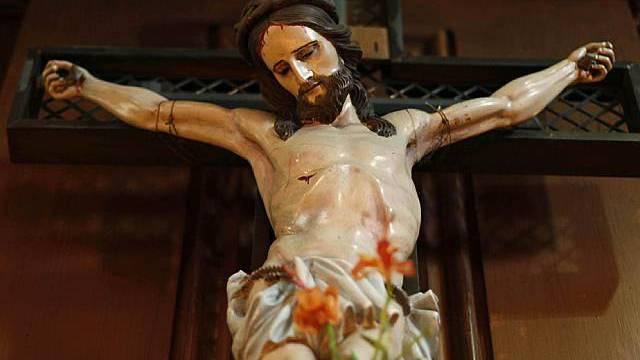 Ein Kruzifix hängt in einer Dubliner Kathedrale (Symbolbild)