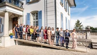 Die Absolventinnen und Absolventen des «Hohenlinden» auf dem Weg ins Berufsleben.