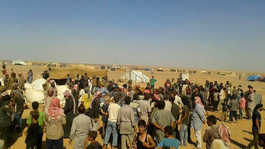 Erstmals seit Anfang August (Bild) sollen die zehntausenden Menschen im syrisch-jordanischen Grenzgebiet wieder Hilfsgüter aus Jordanien erhalten. Als Reaktion auf einen Selbstmordanschlag schloss Jordanien im Juni die Grenze.