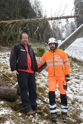 Bele Schmid, Betreiber des Skilifts und Inhaber des Seilparks und Simon Lamper von Rotex Helicopter AG