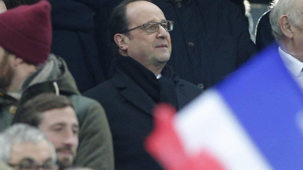 Frankreichs Präsident François Hollande (Bildmitte) verspricht «maximale Sicherheit» für die EM-Endrunde