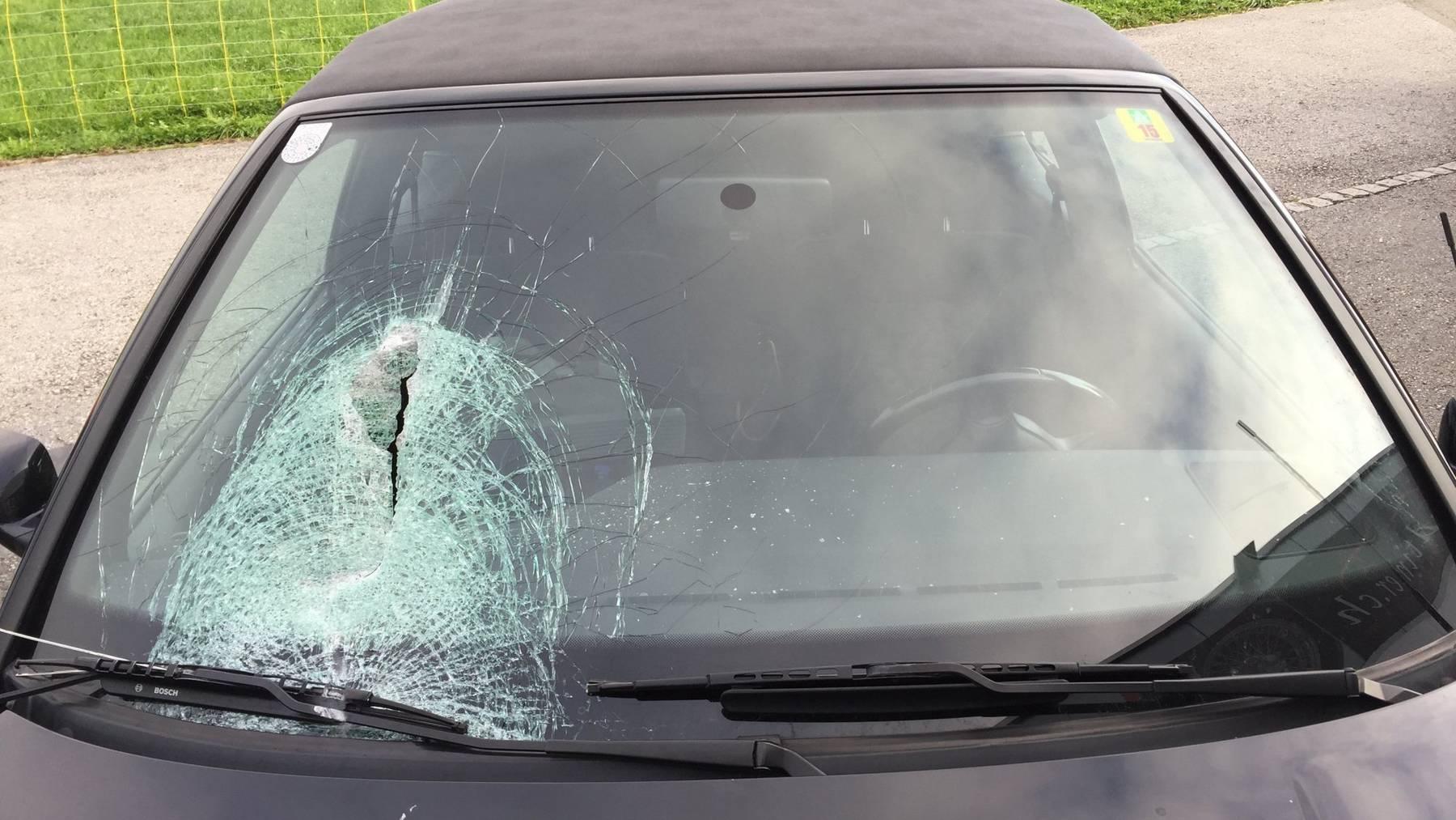 Eines der beiden beschädigten Autos (KapoSG)