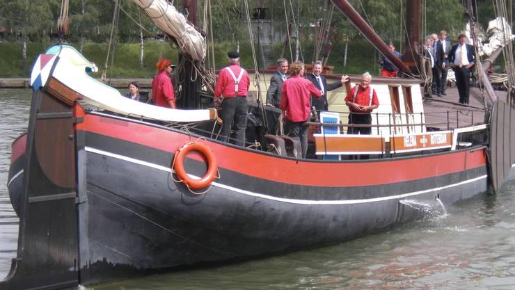 """Auf der Helena wird das Ruder nicht mit einem """"Schiffs-Steuerrad"""", sondern direkt über die Pinne bedient"""
