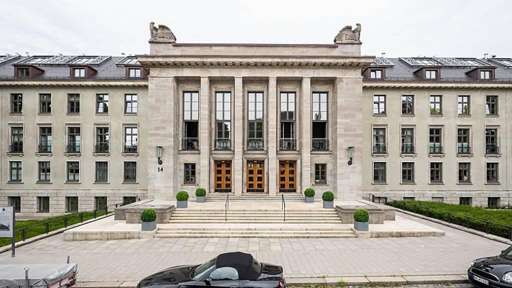 Das ehemalige Generalkommando der Wehrmacht in Hamburg. In dem Gebäudekomplex befinden sich heute Luxus-Wohnungen. Foto: Daniel Reinhardt/dpa