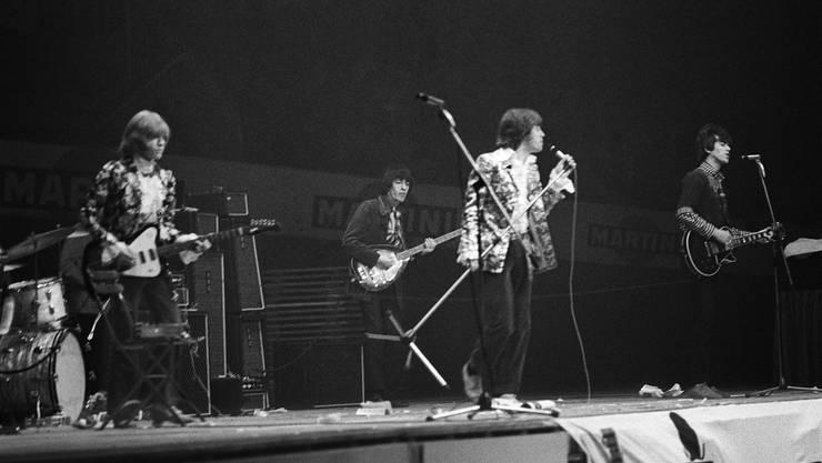 Vor mehr als 10'000 Zuschauern treten die Stones am 14. April 1967 in Zürich auf.