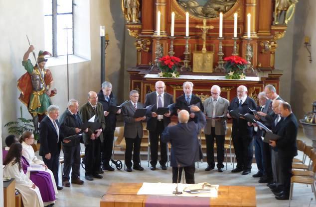 Die Choral-Schola beim Einsatz im Gottesdienst vom 3. Advent