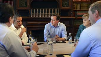 Die acht Präsidenten der G8-Länder beim trauten Stelldichein am runden Tisch in Irland.