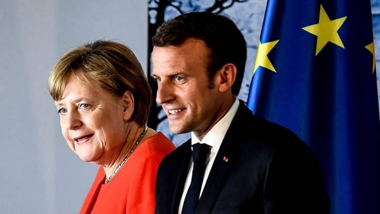 Angela Merkel und Emmanuel Macron am Dienstag nach ihrer Medienkonferenz in Meseberg.