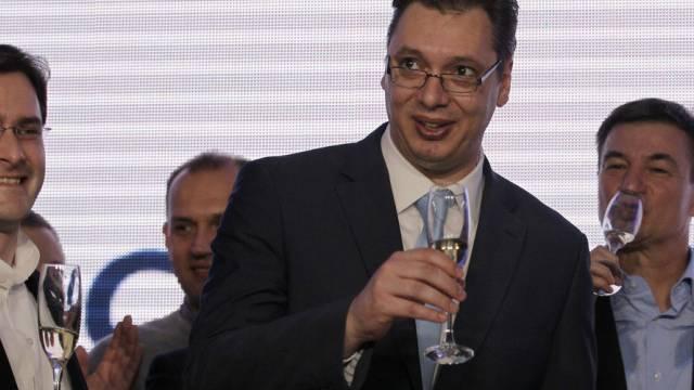 Der stellvertretende Regierungschef Aleksandar Vucic feiert