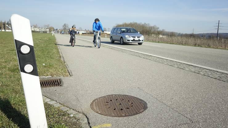 Im Gemeinderat wird der Veloweg auf der Bielstrasse als Alternative zu einer Radautobahn südlich der SBB-Linie gepriesen.