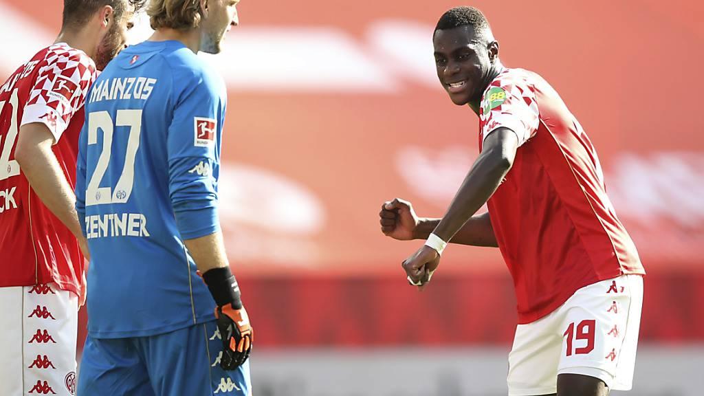 Moussa Niakhate und der FSV Mainz tanzen Bayern München auf der Nase herum und verzögern die Meisterfeier der Müncher durch einen 2:1-Sieg