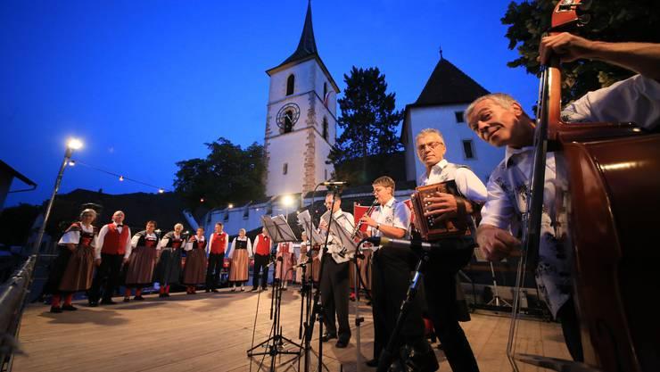 lüpfige Musik mit der Ländlerkapelle Wartenberg