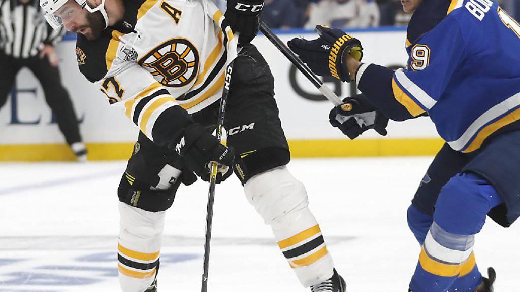 Wegweisender Führungstreffer: Der frühere Lugano-Lockout-Stürmer Patrice Bergeron (links) schoss die Boston Bruins mit seinem Goal in der 11. Minute 1:0 in Führung