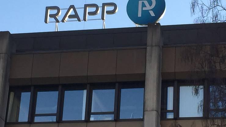 «Entgegen dem schweizweiten Trend rückläufiger Investitionen der Industrie ist unsere Region hier dank der Pharmabranche weiterhin privilegiert», sagt Bernhard Berger, CEO der Basler Rapp Gruppe. Dies ziehe aber vermehrt auswärtige Mitbewerber an, was zu sinkenden Preisen führt. Bei der öffentlichen Infrastruktur ist schweizweit mit steigenden Investitionen zu rechnen, regional hat der Kanton Basel-Landschaft in den nächsten Jahren aber wenig Spielraum. Insbesondere im öffentlichen Tiefbau finde bei den Planern ein ruinöser Preiskampf statt, was auf die aktuellen Beschaffungsgesetze zurückzuführen sei, welche einseitig auf den Preis statt auf die Qualität fokussieren würden. 2016 werde anspruchsvoll.