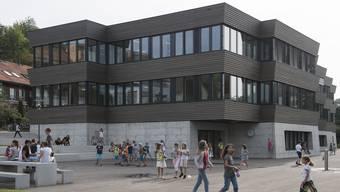 Die Schule Birmensdorf will ihre Bauprojekte, im Bild das 2017 eröffnete Schulhaus Haldenacher, weiter ohne den Einfluss der politischen Gemeinde projektieren und realisieren.