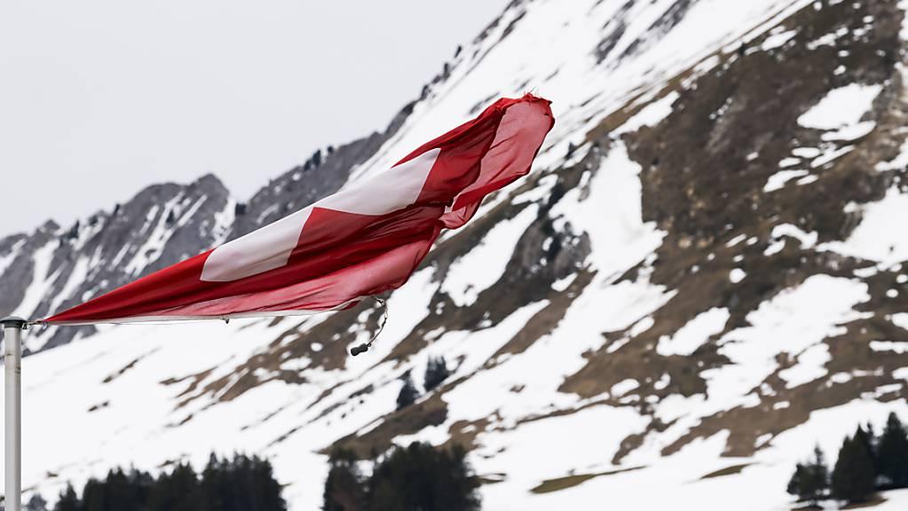Meteorologen warnen für die Zeit zwischen Sonntagabend und Dienstagabend vor starken Stürmen in den Bergen und auf der Alpennordseite. (Themenbild)