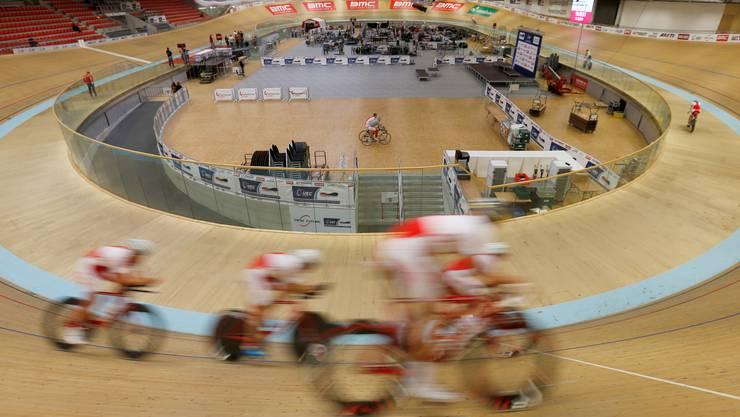 Das polnische Team trainiert im Velodrome Suisse