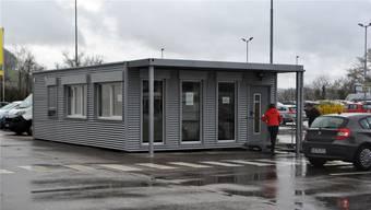 Seit knapp vier Monaten können Einkaufstouristen in Laufenburg den Ausfuhrschein an einem Container auf dem Parkplatz des Einkaufszentrums abstempeln. Rund ein Viertel nutzt diese Möglichkeit bereits.