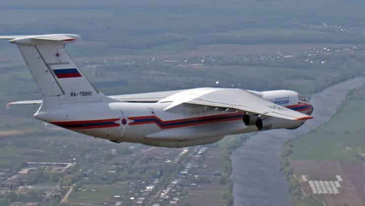 So ein Löschflugzeug ist bei der Bekämpfung eines Waldbrandes in Sibirien abgestürzt - wahrscheinlich sind alle zehn Besatzungsmitglieder gestorben. (Archiv)