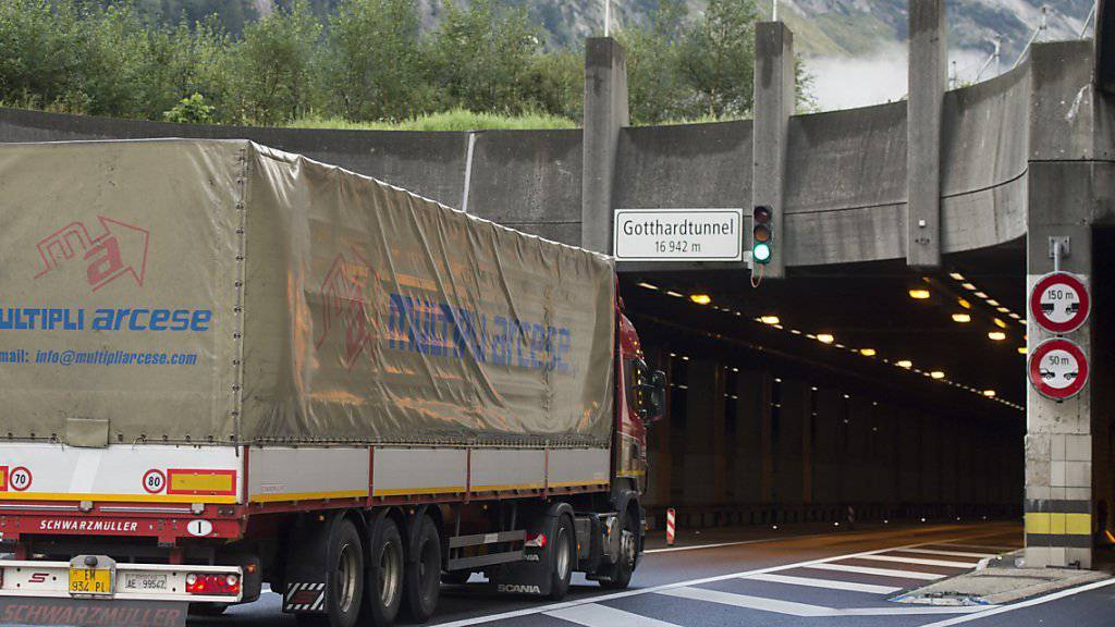 """Mit einem zweiten Gotthard-Strassentunnel würde die Schweiz zur """"Transithölle"""", warnt das Komitee der Gegner."""