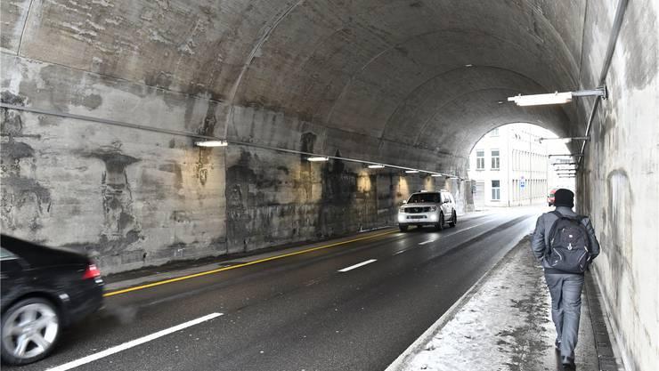 Alternative für den Langsamverkehr zur Stadtteilverbindung Hammer? Statt zweispurig würden die Autos nur noch einspurig durch den Rötzmatttunnel fahren, dafür gäbe es auf beiden Seiten Velostreifen und Trottoirs (bisher nur je auf einer Seite).