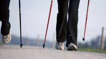 Der 92-Jährige war mit Walking-Stöcken unterwegs.