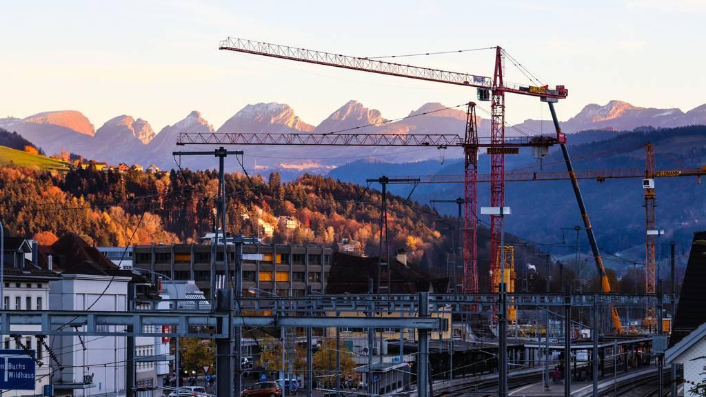 Im Toggenburg, unter anderem am Bahnhof Wattwil, gibt es derzeit viele Baustellen.