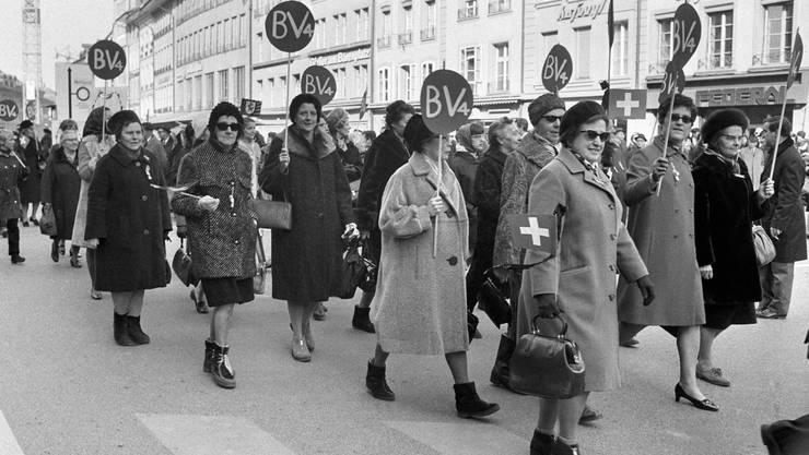 Die Schweizerinnen mussten Jahrzehntelang für ihr Stimmrecht kämpfen – im Bild der «Marsch auf Bern» mit 5000 Frauen im Jahr 1969.