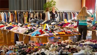 In der Region werden in den kommenden Wochen an verschiedenen Börsen wieder Kinderkleider der aktuellen Saison und Spielzeuge verkauft (Symbolbild). Archiv az
