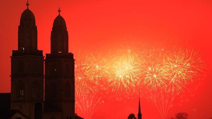 Feuerwerk über der Zürcher Skyline: Es wird am 1. Januar von 0.20 bis 0.35 Uhr wieder funkeln.