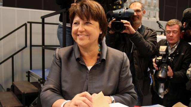 Martine Aubry, Parteichefin der Sozialisten, gibt ihre Stimme ab