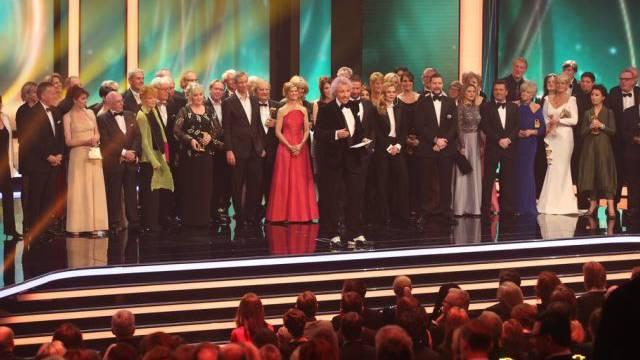 Thomas Gottschalk (Mitte) und Gäste eröffnen die Preisverleihung