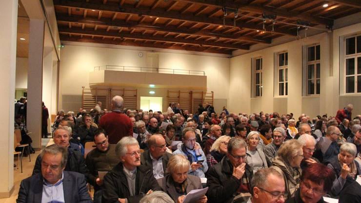 Die Veranstaltung der Oase-Gegner lockte viele Besucherinnen und Besucher an