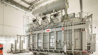 Ein 200 Tonnen schwerer ABB-Transformator im Kraftwerk Linthal: Der Energiebereich des Konzerns ist auf Kurs. Key