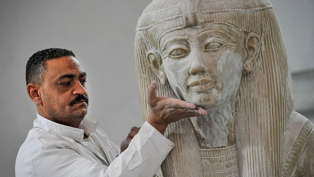 Schmuck und Schätze - Ägyptische Fabrik bildet antike Kunst nach