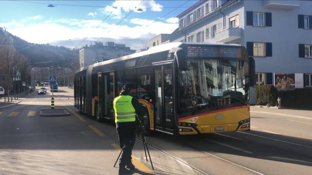 Kollision zwischen Postauto und Personenwagen - mehrere Leichtverletzte