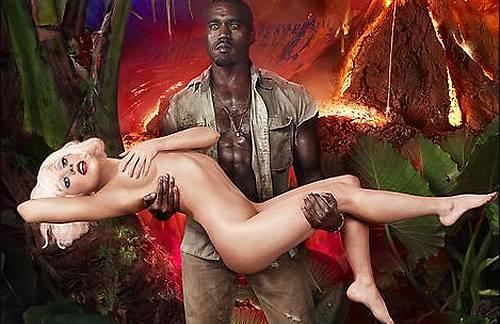 Kanye West trägt Lady Gaga auf Händen.
