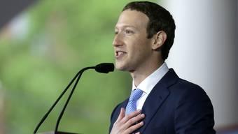 Facebook CEO Mark Zuckerberg muss dem US-Kongress Red und Antwort stehen