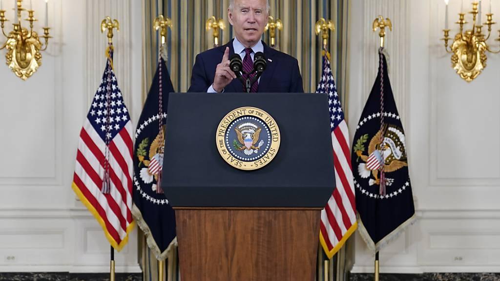 Joe Biden, Präsident der USA, im State Dining Room des Weißen Hauses. Foto: Evan Vucci/AP/dpa