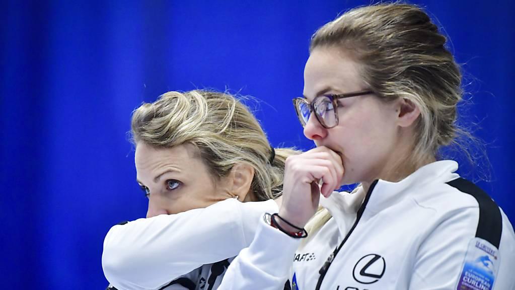 Die Weltmeisterinnen Silvana Tirinzoni (links) und Alina Pätz haben an den Schweizer Meisterschaften in Thun kein leichtes Spiel. Aber jetzt stehen sie im Final