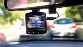 Wer eine Dashcam im Auto anbringt, tut das meist, um sich nach einem möglichen Unfall entlasten zu können. Doch auch sonst ist das nützlich.