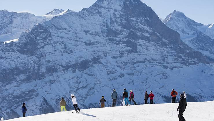 Hinter dem Gipfel des Eigers, auf dem Oberen Eismeer, ereignete sich der Unfall. (Archivbild)