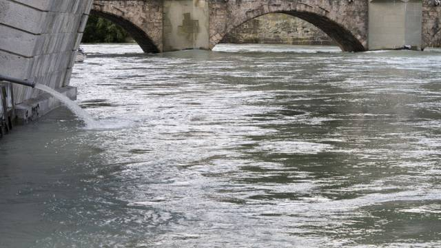 An mehreren Gewässern herrscht Hochwassergefahr (Archiv)