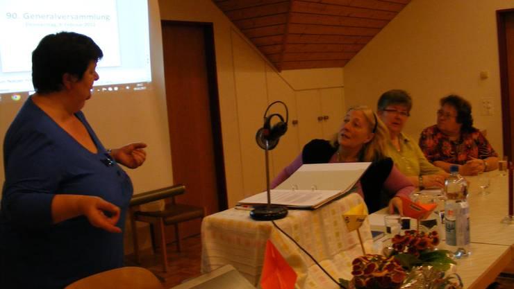 Präsidentin, Gaby Weiss, beim Jahresrückblick mit Vorstandskolleginnen Beatrice Steinhauer, Maja Obrist, Susanna Hoffmann (Barbara Stäuble fehlt)