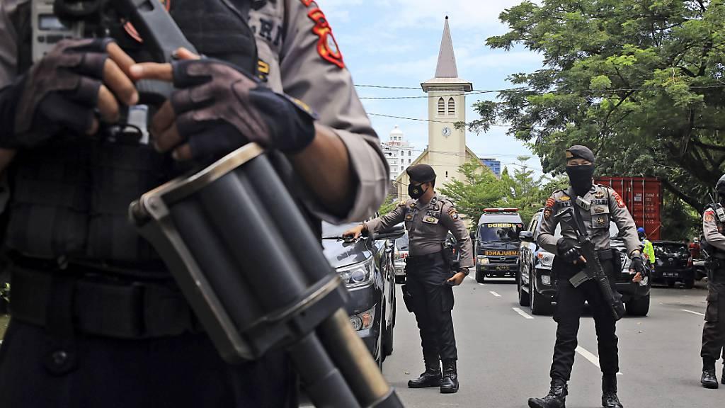 Selbstmordattentäter stirbt bei Explosion vor Kirche in Indonesien